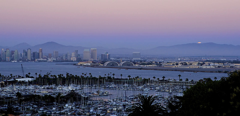 Moonrise over San Diego time lapse