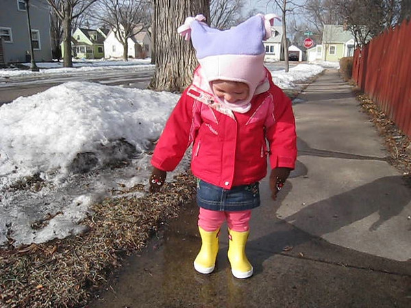 Eve tests out her new rainboots<br /> Feb 2009