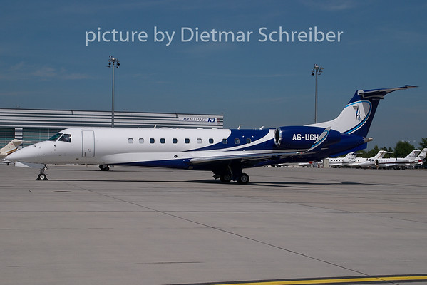 2009-05-21 A6-UGH Embraer 135