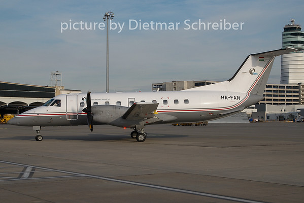 2010-11-25 HA-FAN Embraer 120 Budapest Aircraft Service