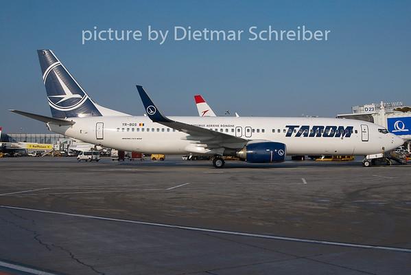 2010-12-16 YR-BGS Boeing 737-800 Tarom