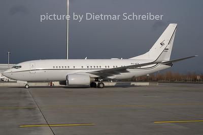 2010-12-12 P4-AFK Boeing 737-700