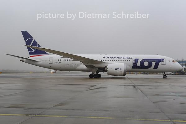 2012-12-17 SP-LRA Boeing 787-8 LOT