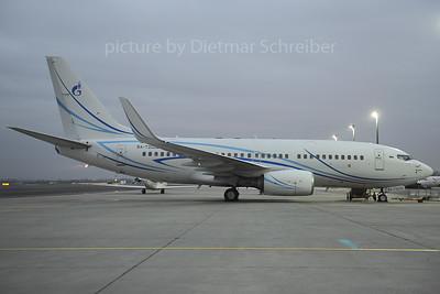 2013-12-11 RA-73000 Boeing 737-700 Lukoil