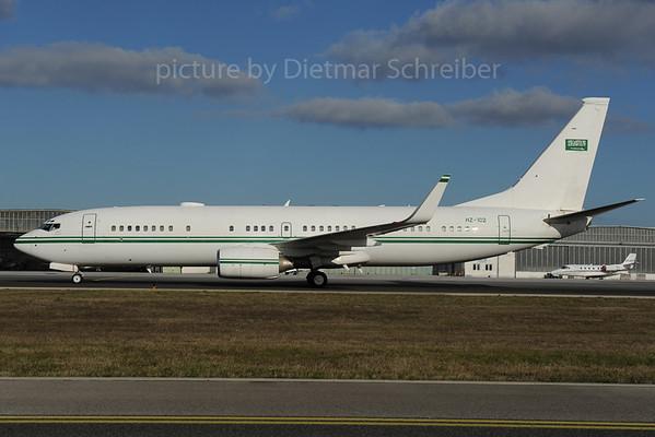 2013-12-02 HZ-102 Boeing 737-900