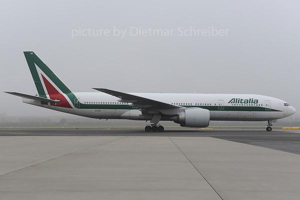 2013-12-12 EI-ISE Boeing 777-200 Alitalia