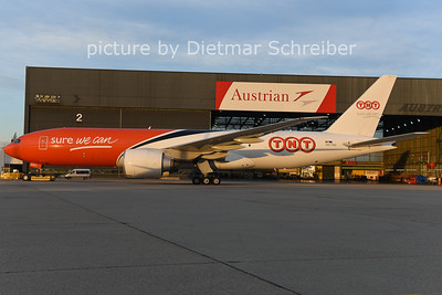 2014-12-23 POO-TSC Boeing 777-200 TNT
