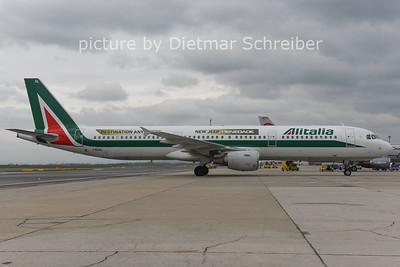 2014-12-08 I-BIXL Airbus A321 Alitalia