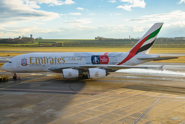 2016-12-12 A6-EES Airbus A380 Emirates