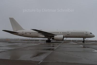 2016-12-19 00-9001 Boeing 757-200 USAF