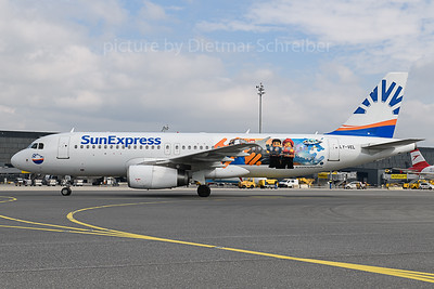 2019-10-07 LY-VEL Airbus A320 Sunexpress