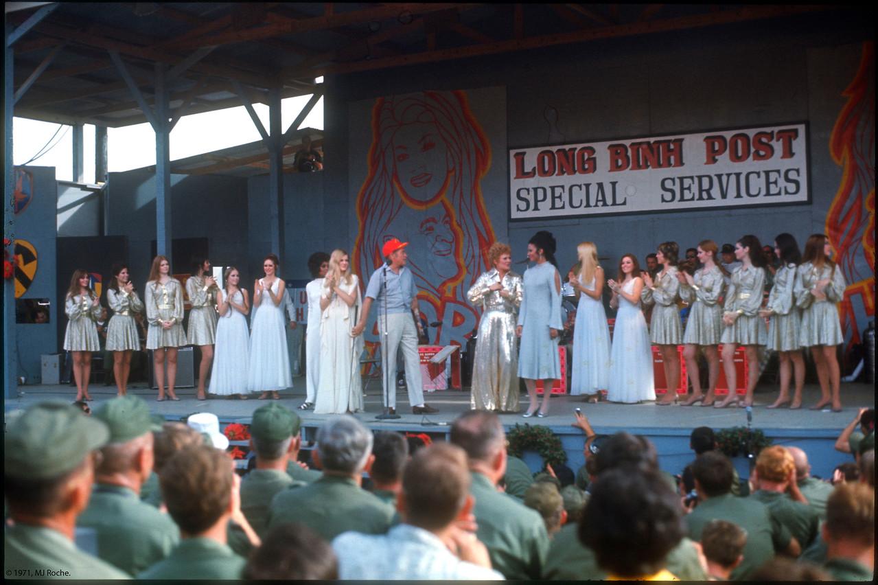 Lola Falana, Gloria Loring, Hope, Bobbie Martin and Jennifer Holsten (Miss World, 1970), take center stage.