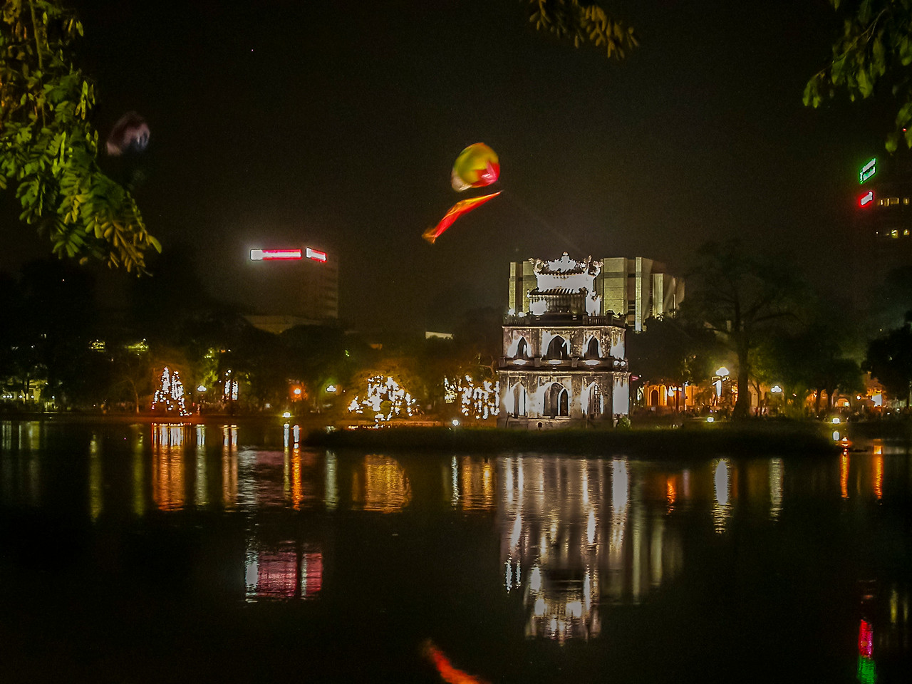 Hoan Kiem Lake, Hanoi, Vietnam