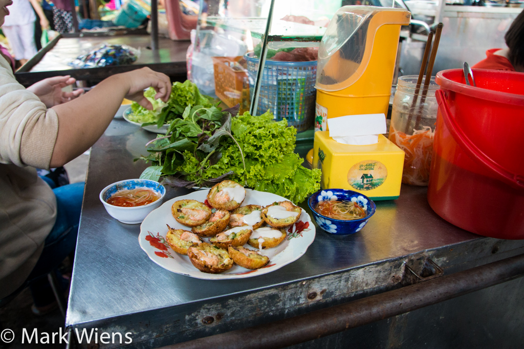how to eat banh khot