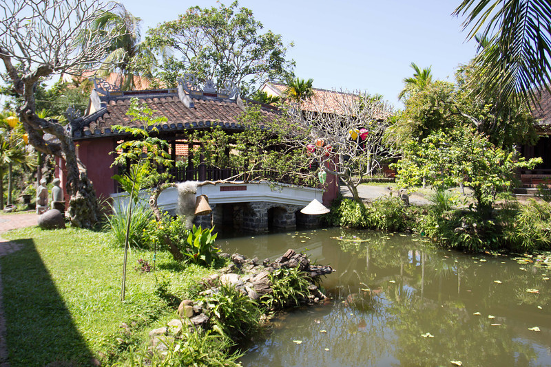 This resort is right beside full moon restaurant, that photo is a reporduction of the Japanese bridge from Hoi An town