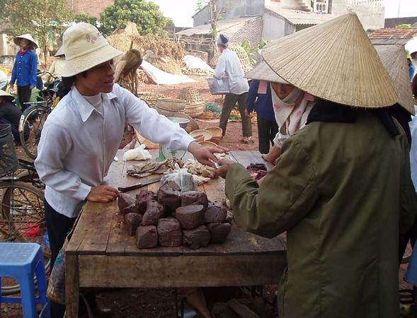 Besök på lokal marknad under byvistelsen