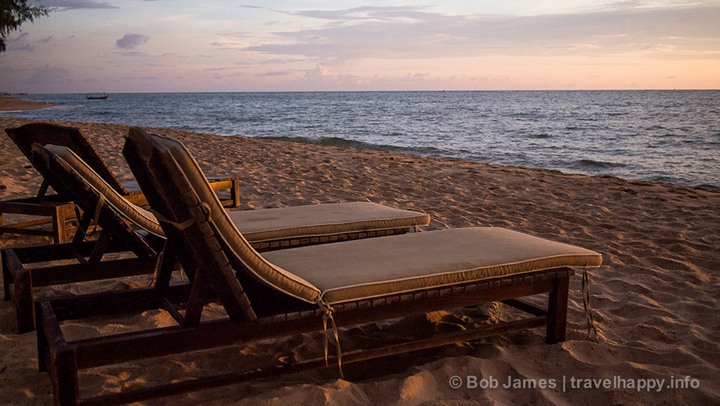 Much of Phu Quoc's west coast has darker beaches, but numerous water-side resorts, especially in the Long Beach area. For more remote surroundings, head down to Paris Beach.