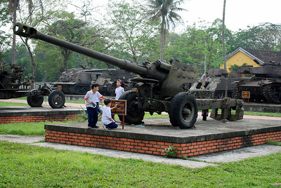 Artillery piece at Hue,Vietnam, photographed in March 2008
