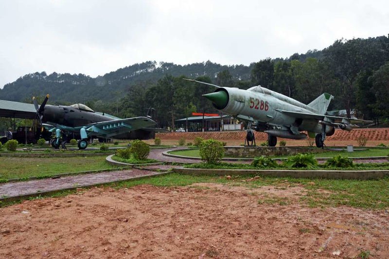 Douglas A-1H (AD-6) Skyraider 134631 & MiG-21 5286, Dong Loc road junction, 8 March 2018