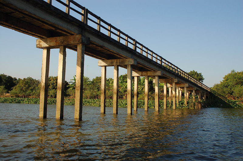 A bridge connecting Vinh Long to An Binh Island.