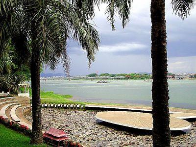 Huong Giang Lotus Pond