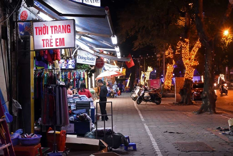 Street scene, Hanoi, 6 March 2018.