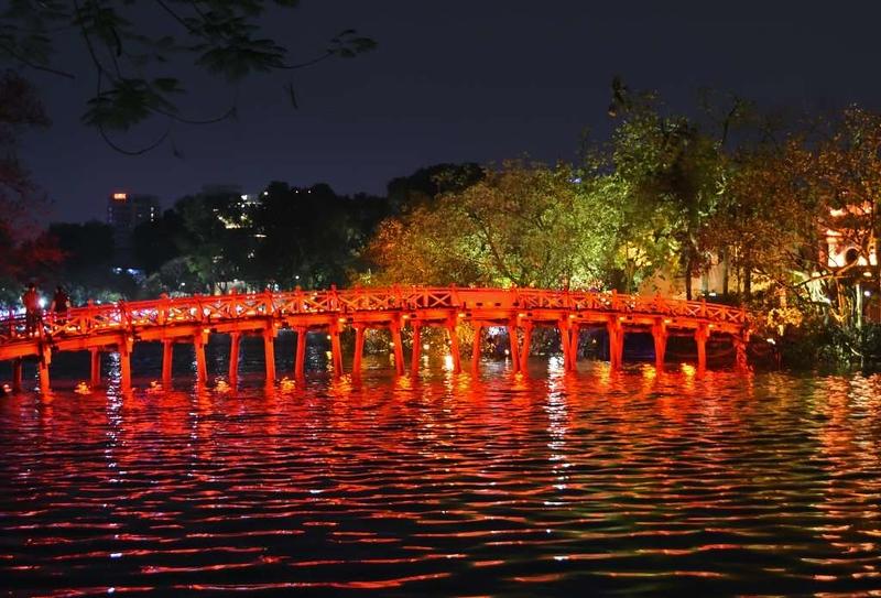 Sunrise bridge, Hoan Kiem Lake, Hanoi, 6 March 2018.
