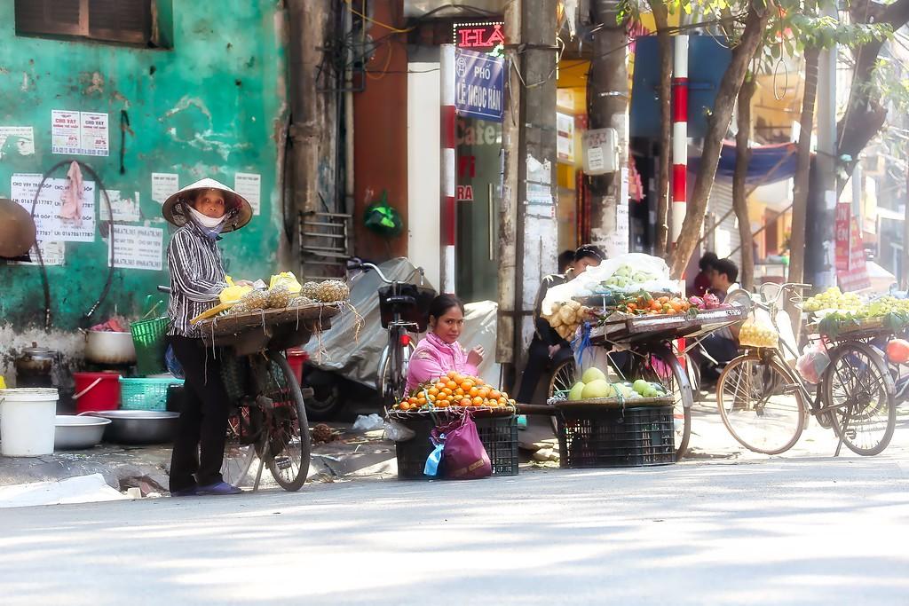 Hanoi - Street Vendors 0012
