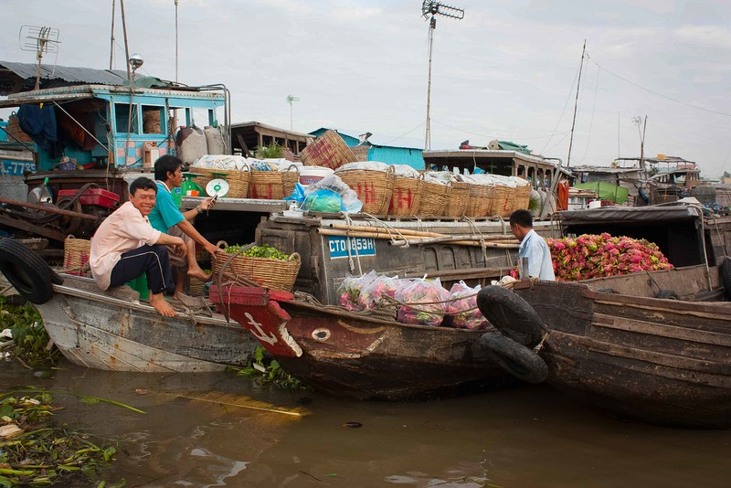 Floating fruit vendors.