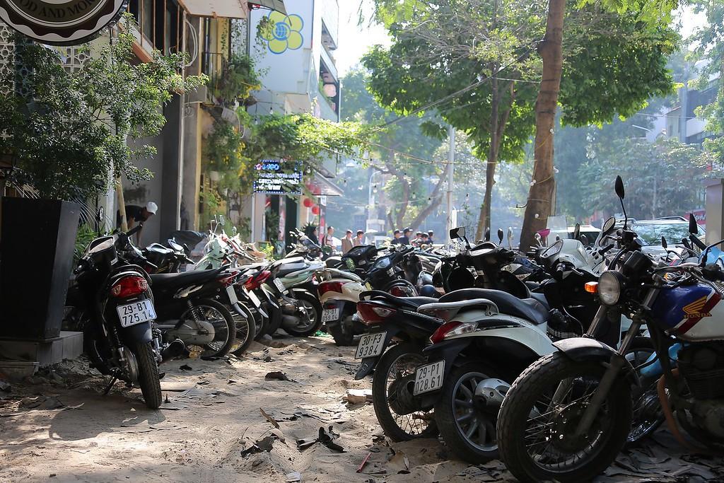 Footpath? Hanoi Street