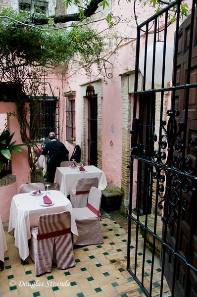 Tue 3/15 in Seville: Peeking into a courtyard restaurant