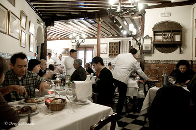 Mon 3/07 in Madrid: dining room in Restaurant Botin