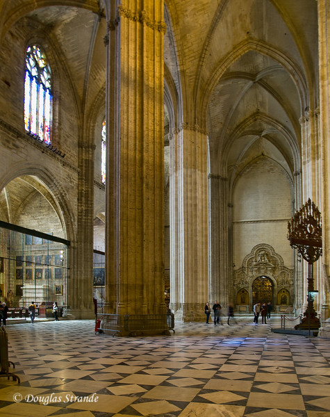 Tue 3/15 in Seville: Vast space with columns and arches in the Cathedral