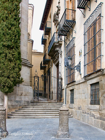 Sat 3/05 in Madrid: Adjacent to Basilica de San Miguel