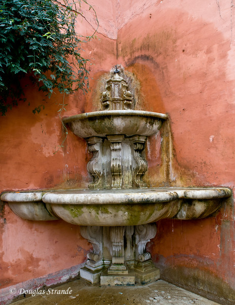 Tue 3/15 in Seville: Aged corner fountain in the plaza