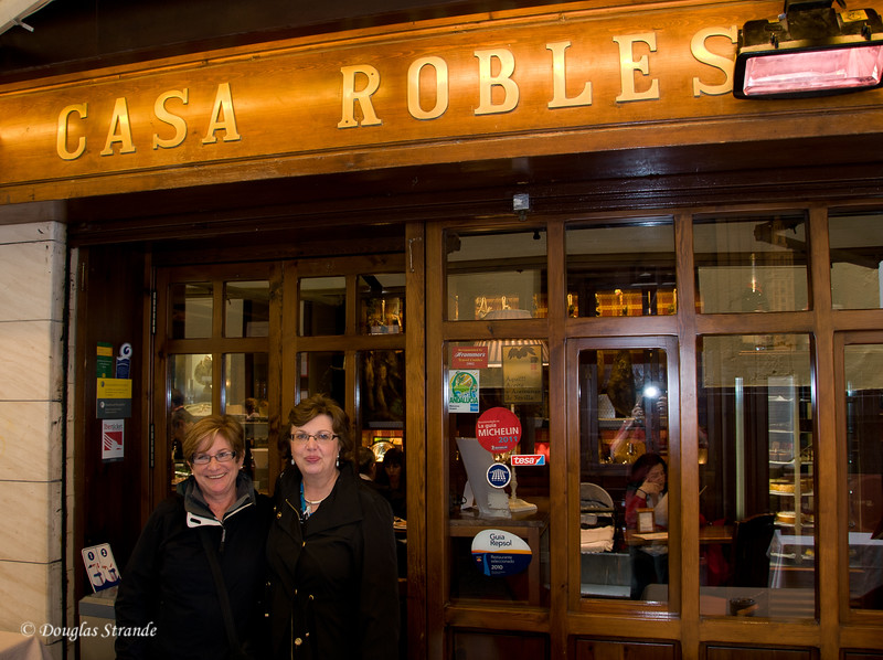 Tue 3/15 in Seville: Debbie and Louise at our lunch spot