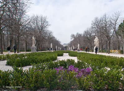Sun 3/06 in Madrid: Retiro park, Avenue of Statues