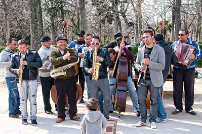 Sun 3/06 in Madrid:Retiro Park, energetic band