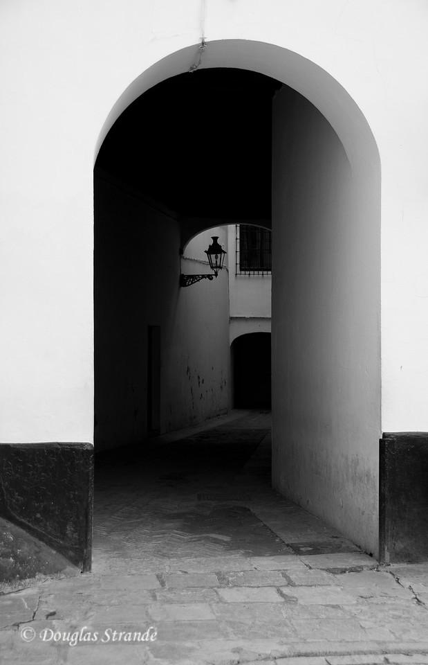 Tue 3/15 in Seville: Spooky passageway