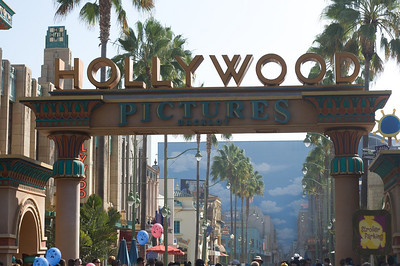 hey it's Hollywood about 25 miles from the actual Hollywood