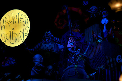 nightmare before xmas themed haunted mansion