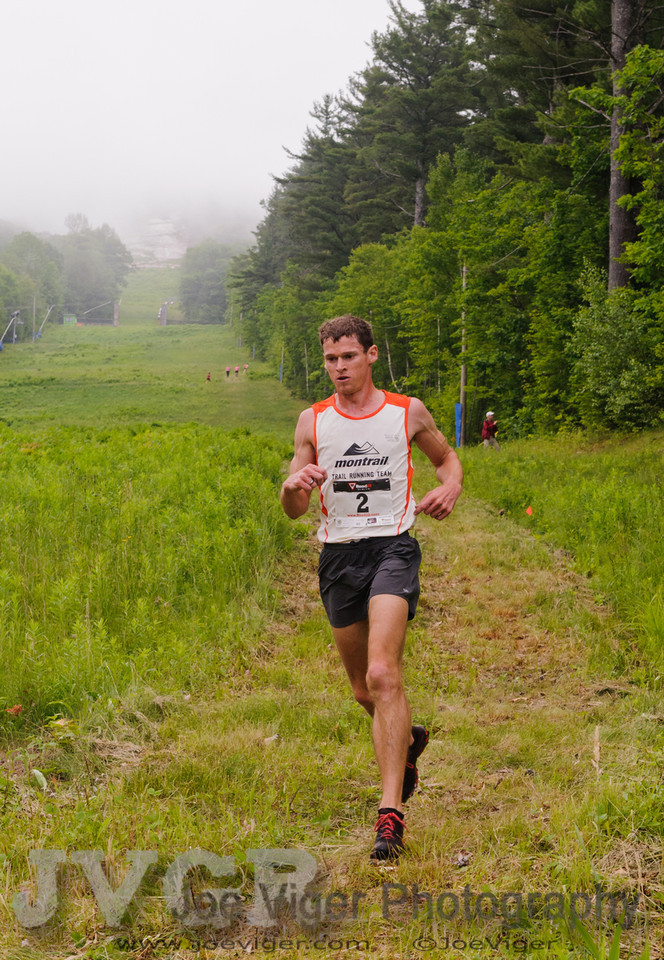 Max King, from Bend, OR, the 2011 US National Mountain Running Champion descends on the firs lap.<br /> CranmoreHillClimb2011-11-2