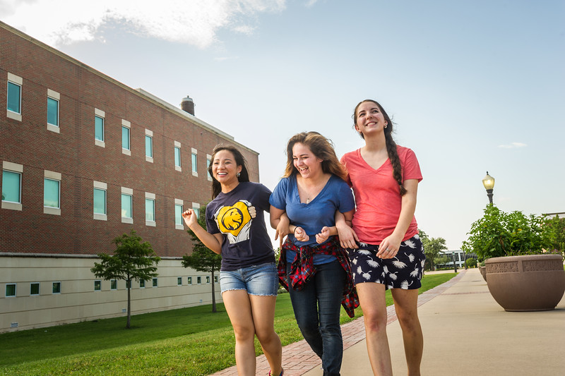 16541-Students on campus-6036