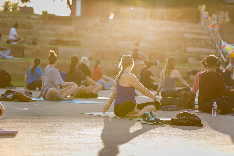 16393-Yoga on the lawn--9546