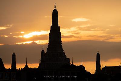 Wat Arun view from Tha Rajini Express Boat