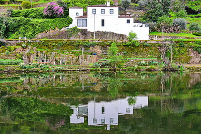 04142018_Pinhao-Portugal_house-reflection_750_6440