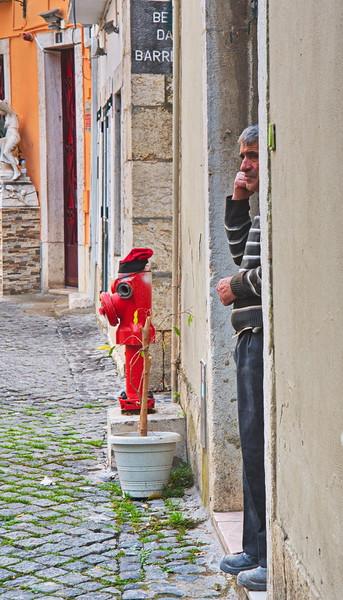 04092018_Lisbon_Portugal_Man-in-Doorwy_Almalfa_750_5953