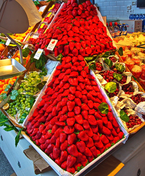 04062018_Madrid_Spain_Strawberry_Display_750_5794