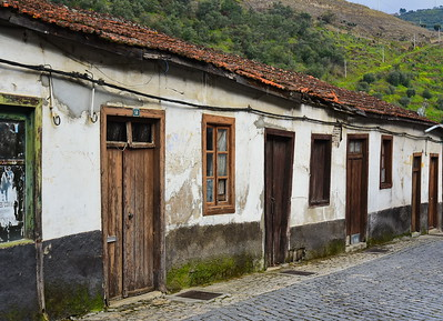 04142018_Pinhao-Portugal_Old_Bldg_750_6496