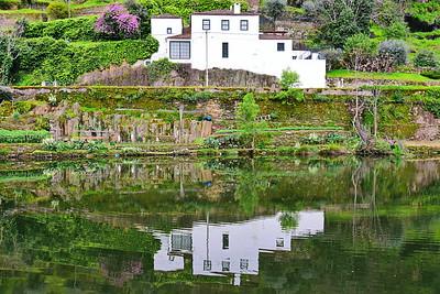 04142018_Pinhao-Portugal_house-reflection_750_6440